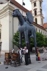 Скульптура всадника на Моравской площади