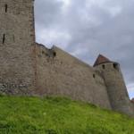 Замок Вевержи. Крепостные стены